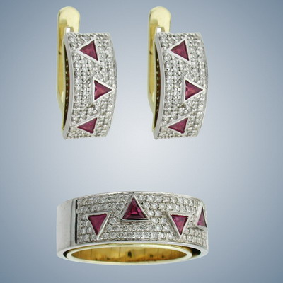 Set of ring and earrings with diamonds and rubies