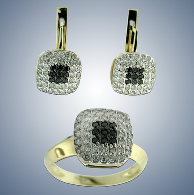 Комплект кольцо и серьги с белыми и черными бриллиантами