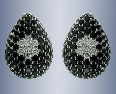 Серьги с белыми и черными бриллиантами